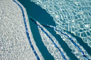 Pool Cleaning Canoga Park CA